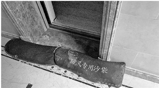 连阴雨成楼盘照妖镜 杭州800万豪宅墙体大面积发霉