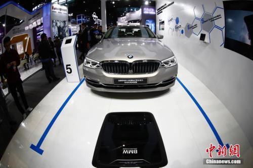 2018年11月7日,第五届世界互联网大会,宝马汽车展示无线充电技术。<a target=